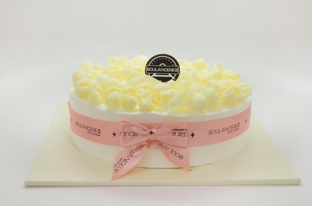 White Chocolate Curls Cake1.jpg