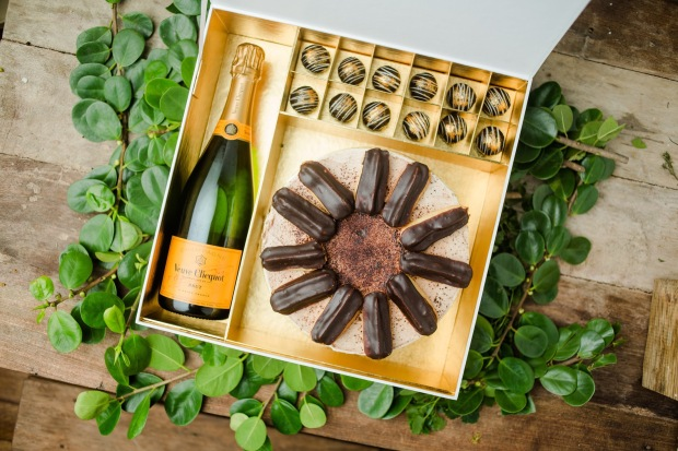 Luxe Naked Wine Gift Set w_ Chocolate Eclair Cake.JPG