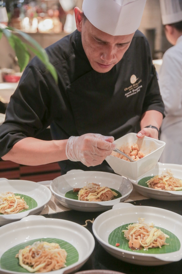 Chef Anurak Kanittharat in action (3).jpg